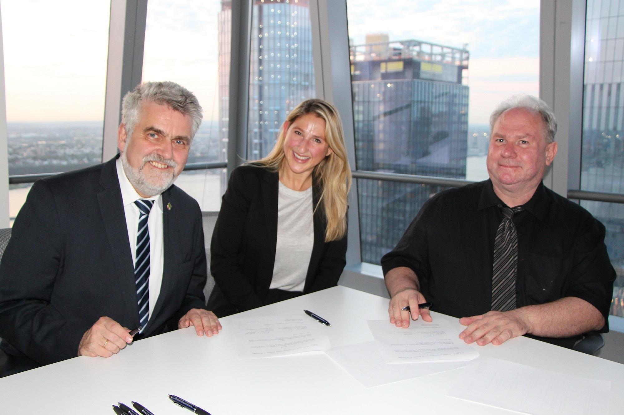 Unterzeichnung-der-Vereinbarung@Matthias-Stoffregen.jpg